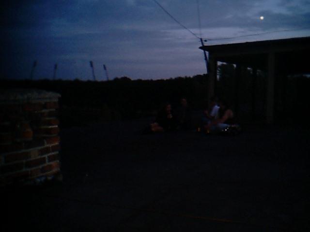 an_con 2004 - piknik na dachu opuszczonej i w polowie zawalonej fabryki